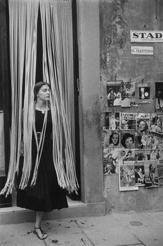 """A photograph from the famous """"American Girl"""" series by Ruth Orkin. The photos, taken in Florence, depict a female American tourist traveling through Italy in Andre Kertesz, Bw Photography, Street Photography, Classic Photography, Fashion Photography, Iconic Photos, Old Photos, Vintage Photographs, Vintage Photos"""