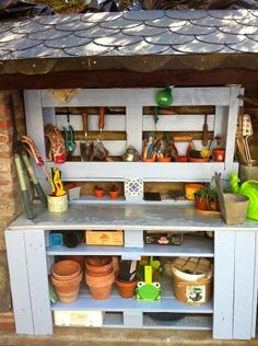 Here is a beautiful example of a garden use for pallets, a nice grey repotting table