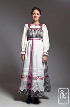 Коллекция из пяти праздничных костюмов Тверской области: Надежда Баринова.