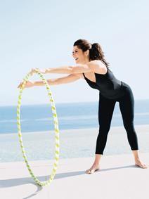 Celeb workout: Marisa Tomei hula hoop workout