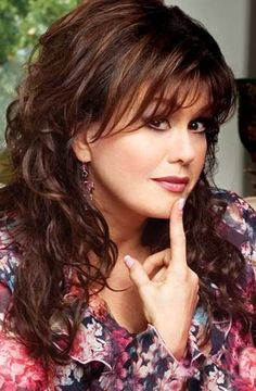 Love the way Marie Osmond's hair is in this photo....so very pretty!!