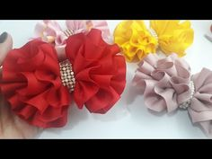 🎀 LAÇO FRANZIDO EM CAMADAS - PASSO A PASSO - YouTube Satin Ribbon Flowers, Ribbon Art, Diy Ribbon, Ribbon Crafts, Flower Crafts, Diy Flowers, Fabric Flowers, Handmade Hair Bows, Diy Hair Bows