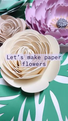 Paper Flower Making, How To Make Paper Flowers, Tissue Flowers, Felt Flowers, Diy Photo Booth, Paper Crafts, Diy Crafts, Paper Flower Tutorial, Flower Center