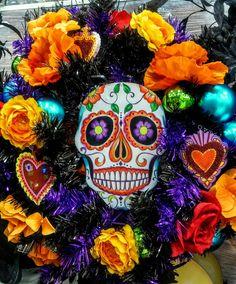 Halloween Wishes, Halloween Party Themes, Holidays Halloween, Halloween Diy, Halloween Window Decorations, Halloween Mesh Wreaths, Halloween Pumpkins, Day Of The Dead Diy, Day Of The Dead Party