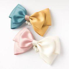 Ribbon Hair Clips, Ribbon Hair Bows, Hair Barrettes, Ribbon Rose, Handmade Hair Bows, Diy Hair Bows, Making Hair Bows, Ribbon Flower Tutorial, Hair Bow Tutorial
