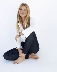 Share, rate and discuss pictures of Gwyneth Paltrow's feet on wikiFeet - the most comprehensive celebrity feet database to ever have existed. Gwyneth Paltrow, Dresses For Apple Shape, Dramatic Classic, Senior Photos Girls, Barefoot Girls, I Love Girls, Pretty Girls, Famous Women, Celebs