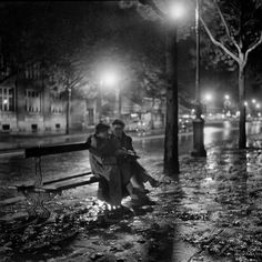 Paris at night, two lovers on a bench  Adolfo Kaminsky  1948