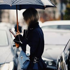 thefashionguitarBye Paris, bye rain, see you next season 🚀☔️ Ph by @jeffthibodeauco #CharlotteGroeneveld #Thefashionguitar #PFW #FW17 #TiedTogether
