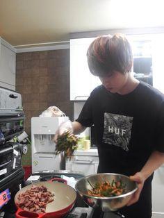 Meu sonho cozinhar ao lado desse hyung