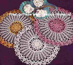 The Candy Dish Doily    Doilies, Doilies and More Doilies  Star Doily Book No. 120  1955