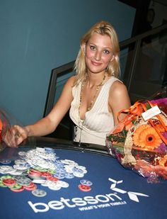 Veronika Larsen - Blonde Norwegian #Poker queen.