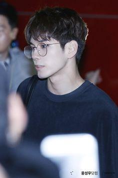 Ong Seong Woo on glasses make me want to scream Lai Guanlin, Lee Daehwi, Ong Seongwoo, Kim Jaehwan, Ha Sungwoon, Fans Cafe, Love At First Sight, Jinyoung, My Boyfriend