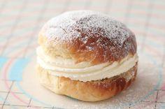 Supersaftig gulrotkake ( glutenfri) - Passion For baking Mini Desserts, Sweet Paul, Sweet Buns, Bun Recipe, Buzzfeed Food, Cream And Sugar, Stick Of Butter, Fudge, Recipes