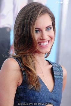 Allison Williams Screening of 'Wish I Was Here' held at AMC Lincoln Square Theater http://icelebz.com/events/screening_of_wish_i_was_here_held_at_amc_lincoln_square_theater/photo2.html