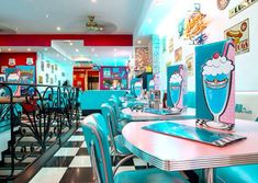 Find images and videos about pink, blue and retro on We Heart It - the app to get lost in what you love. Hd Diner, 1950s Diner, Vintage Diner, Retro Cafe, Retro Diner, Vintage Bakery, Vintage Signs, Diner Aesthetic, Aesthetic Vintage