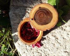 Items similar to Wooden ring box - Engagement ring box - Rustic wedding - Jewelry storage - Gift for her - One of a kind - Acacia - Eco-friendly on Etsy Wooden Box With Lid, Wooden Ring Box, Wooden Rings, Rustic Wedding Jewelry, Ring Bearer Pillows, Jewellery Storage, Acacia, Rustic Style, Eco Friendly