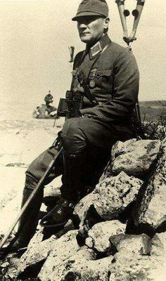 En Güzel Renkli ve Siyah Beyaz Atatürk Resimleri - Vazgecmem.NET