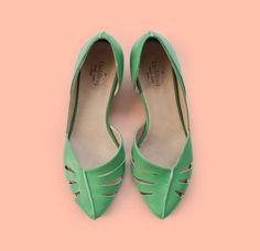 Sale! 25% off! Green pumps. Billy model. Handmade women shoes. Leather shoes. Women heels. Free shipping.