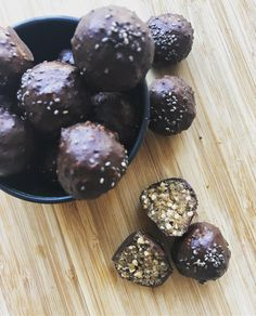 Choko cookies med poppet quinoa - Toftkær Quinoa, Lchf, Food And Drink, Tasty, Sweets, Cookies, Fruit, Healthy, Desserts