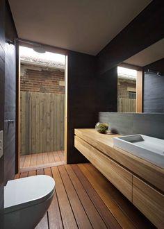 revêtements et meubles salle de bain bois massif et douche italienne moderne Modern Bathroom Design, Bathroom Interior Design, Bathroom Designs, Modern Bathrooms, Interior Ideas, Romantic Bathrooms, Master Bathrooms, Small Bathrooms, Bath Design