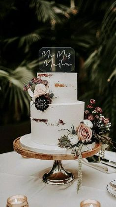 Small Wedding Cakes, Wedding Cake Rustic, Wedding Cake Designs, Wedding Desserts, Winter Wedding Cakes, Wedding Cake Simple, Wedding Cake Table Decorations, Classic Wedding Decor, Unique Wedding Cake Toppers