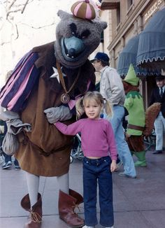 16 Retro Disney Costumed Characters. Some of these are kinda freaky