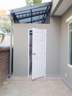 ต่อเติมบ้าน อาคารพาณิชย์ ทุบ รื้อ ถอนสิ่งปลูกสร้าง Laundry Room Design, Home Room Design, Home Design Plans, House Design, Dirty Kitchen Design, Outdoor Kitchen Design, Modern Kitchen Design, Outdoor Laundry Rooms, House Extension Design