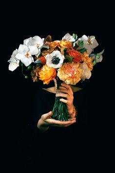 Progettare un nuovo bouquet è sempre una grande emozione. Soprattutto quando decido di realizzare delle nuove proposte che ti possano aiutare nella scelta del tuo accessorio di nozze più importante. La mia esperienza, ti può aiutare come guida nella scelta del tuo bouquet da sposa, non avere timore nel contattarmi, io sono qui per te! #bouquetsposa #matrimonio #wedding #bride #autumnweddingideas #bouquetsposaautunno Floral Wreath, Wreaths, Grande, Painting, Decor, Art, Art Background, Floral Crown, Decoration