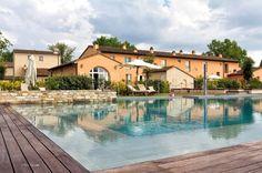 ITALIE - Toscane - Ongelovelijk: op nog geen half uur van 't vliegveld ligt dit paradijsje in 't groen. Heerlijke appartementen en huizen, mooi omheind EN verwarmd zwembad en allerlei moois te zien, te doen en te beleven in de buurt. Supercentraal in Toscane, http://www.mrsnomad.nl/accommodaties/130-borgo-bij-pisa-toscane-italie/