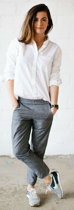Kate Arends pulls of a simple yet classic look of a plain white shirt with grey trousers and trainers! Shops: not specified. Minimalist business casual style outfit