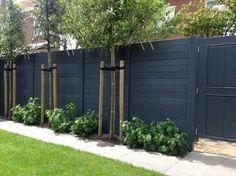 Easy Cheap Backyard Privacy Fence Design Ideas - Page 3 of 8 - channing news Backyard Privacy, Backyard Fences, Garden Fencing, Fenced In Yard, Backyard Landscaping, Backyard Designs, Garden Privacy, Diy Fence, Black Garden Fence