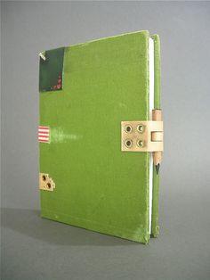 custom binding: front cover - clasp by ortbindery, via Flickr    Meerdere mooie modellen en sluitingen op deze site!