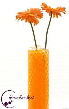 Orange Waterpearls mit orangen Schnittblumen