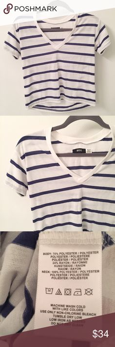 "Urban Outfitters relaxed fit crop tee Only worn once for a 4th of July work event- in EXCELLENT condition! Size XS, relaxed fit- fits me well and I usually wear a small! Length approximately 20.5""-21"", approximately 18.5""-19"" underarm to underarm! Urban Outfitters Tops Tees - Short Sleeve"