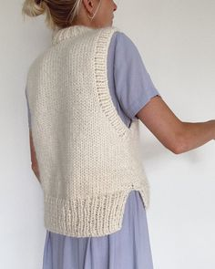 Tricot Simple, Ärmelloser Pullover, Big Yarn, Knit Vest Pattern, Mohair Yarn, Clothing Photography, Stockinette, Diy Clothes, Knitwear