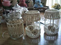 Zwaantje Creatief: Waxinelichthouders en snoeppotjes met patroontjes !! Crochet Kitchen, Crochet Home, Crochet Crafts, Crochet Projects, Crochet Furniture, Crochet Jar Covers, Modern Crochet, Crochet Patterns Amigurumi, Pots