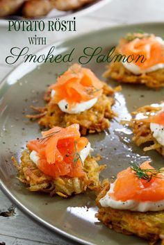 Starters & Canapés: Rösti with Smoked Salmon & cream cheese - Simply Delicious Rösti with Smoked Salmon with cream cheese. Salmon Recipes, Fish Recipes, Appetizer Recipes, Seafood Appetizers, Smoked Salmon Cream Cheese, Good Food, Yummy Food, Gula, Cooking Recipes