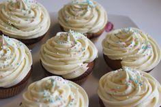 Pitsiniekka | White Chocolate and Rhubarb Cupcakes White Chocolate, Pesto, Cupcakes, Cooking, Desserts, Food, Kitchen, Tailgate Desserts, Cupcake Cakes