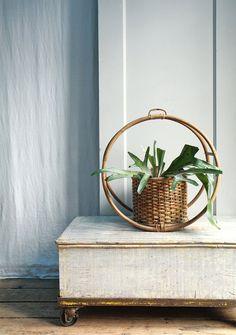 vtg hanging planter.