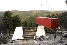 Uma casa container com 140 metros quadrados e movida a energia solar Container Home Designs, Container Buildings, Container Architecture, Studios Architecture, Architecture Design, Off Grid, House Under Construction, Container Conversions, Home By