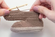 n next 8 sts, 5 hdc in next st. (Note: You are now going to be working on the opposite side of foundation chain.) 1 hdc in next 8 sts. Do not sl st in hdc of # foundation single crochet Cocoa Baby Ankle Booties Crochet Pattern - Hopeful Honey Crochet Baby Beanie, Crochet Baby Boots, Crochet Beanie Pattern, Crochet Baby Blanket Beginner, Newborn Crochet, Baby Knitting, Crochet Patterns, Free Knitting, Knitting Patterns