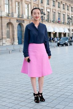 Spring work outfit: pink A-line skirt and navy button-down