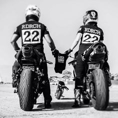 Motorcycle Baby, Motorcycle Couple, Motorcycle Wedding, Baby Bike, Super Bikes, Mom And Son Outfits, Biker Photos, Biker Couple, Motogp Valentino Rossi