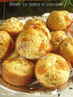 Briose-cu-sunca-si-cascaval-1 Cake Recipes, Dessert Recipes, Desserts, Healthy Muffins, Food Cakes, Baked Potato, Good Food, Appetizers, Gluten