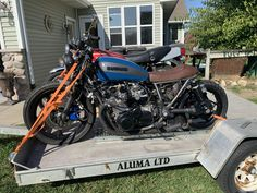Ups for sale is a '80 Suzuki cafe racer. This bike was purchased by us to add to our builds for sale. Bike was bought as a project. The frame,engine, and other parts were all painted. New parts include. Digital speedo, new brake and clutch levers, new rear tire, header wrap and seat. New battery […] #caferacerforsale #caferacer