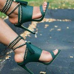Quaste Damenschuhe Sandalen High Heels Pumps Stilettos Slingbacks Mode Source by High Heel Pumps, High Sandals, Platform High Heels, Black High Heels, Stilettos, Women's Shoes Sandals, Pumps Heels, Stiletto Heels, Sandals Outfit