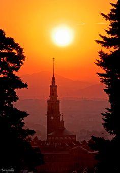 Orange skies in Asturias, Spain via Urugallu  ASTURIAS-ESPAÑA