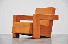 Gerrit Thomas Rietveld Utrecht chair Metz Co 1935 Retro Furniture, Fine Furniture, Furniture Design, Upholstered Chairs, Sofa Chair, Rietveld Chair, Single Sofa, Metal Chairs, Piet Mondrian