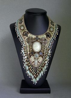 http://www.bettystephan.com/images/jewelry_cats_Moore_reunion_8-08_138.jpg