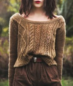 Thick brown trousers, chunky knitwear and choppy hair with dark lips. Perfect autumn look!